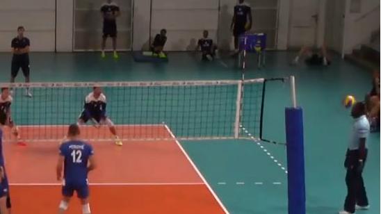 VIDEO | Prantsusmaa ja Serbia sõprusmängus sai kohtunik palliga kõva löögi vastu pead