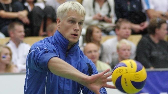 Sportlandi küsimusmäng | Millise tuntud korvpalluriga võidutses Sten Esna rannavolle etapil?